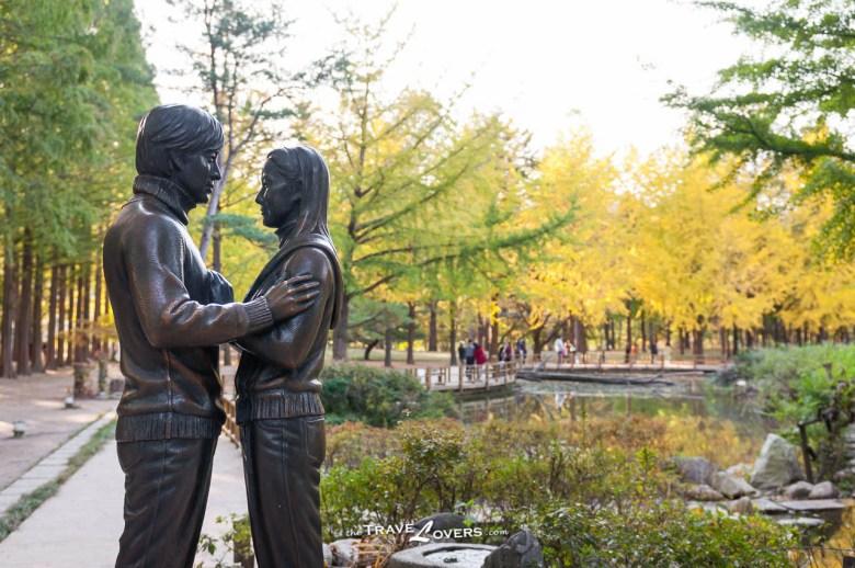 冬季戀歌的招牌雕像。