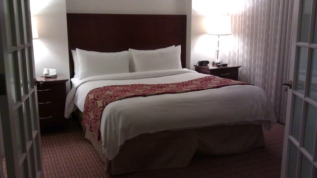 reviews Marriott Atlanta Midtown bedroom