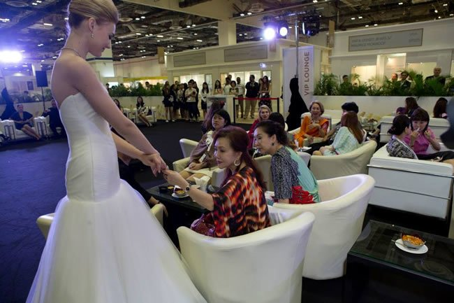 In addition, visitors will have the opportunity to win attractive prizes such as hotel vouchers and skincare hampers at the daily lucky draws, as well as a two-day-onenight stay at Marina Bay Sands Orchid Suite.