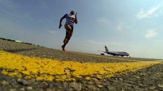 Bryan Habana races British Airways newest aircraft in its' fleet