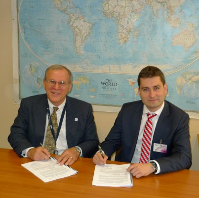 Razvan Olteanu, Deputy CEO Romsys (foto dreapta) si Philip Chulick, Principal Contracting Officer NCIA (foto stanga)