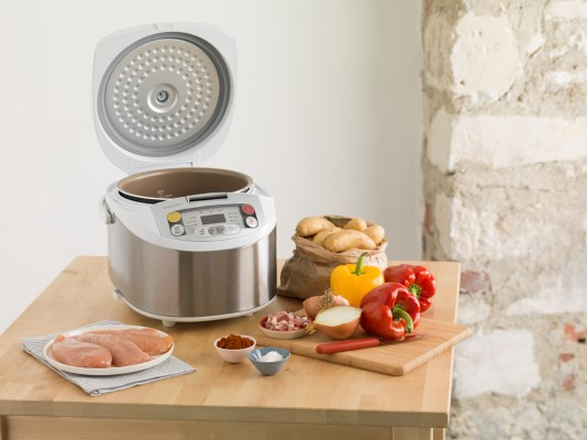 Noul Philips Multicooker_lifestyle picture 3