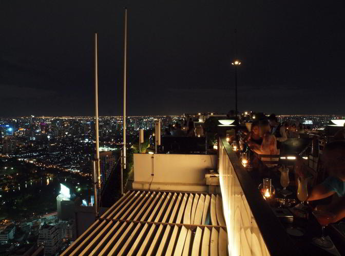 Vertigo and Moon Bar se află la etajul 61 al Banyan Tree Hotel din Bangkok.