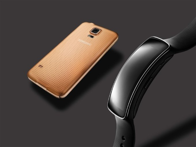 glam_gear-fit-galaxy-s5-gold