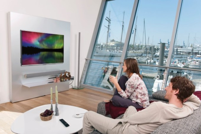 Germany, Hamburg, Man and woman watching tv