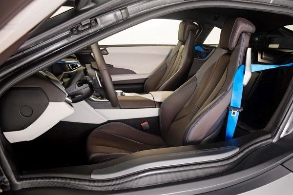 BMW_i8_Concours_dElegance_Edition_small_800x533 (8)