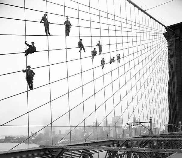 "Muncitorii la podul ""Brooklyn Bridge"",1914"
