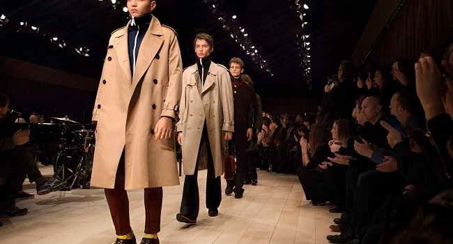 Burberry i-a adus un tribut lui David Bowie in show-ul masculin, toamna-iarna 2016