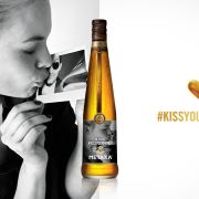 #KISSYOURHONEY: Cum să îți personalizezi sticla de METAXA Honey Shot!