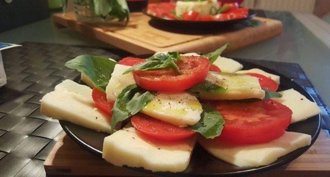 Salată Caprese, rețetă de dietă… și de poftă