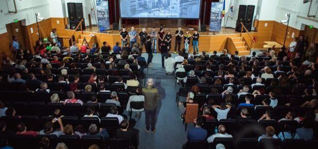 """Epson proiectează documentarul """"Planeta Petrila"""" în turneul național de promovare"""