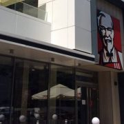 KFC deschide în Bucureşti un nou restaurant de tip Drive Thru cu un design inovator