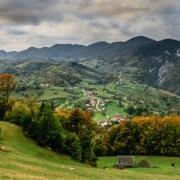 Bugetul alocat unei vacanțe în România vs. în străinătate