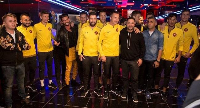 """FCSB a vizionat în avanpremieră absolută comedia ,,Ghinionistul"""", alături de echipa filmului"""