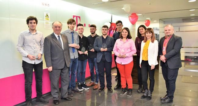 """Telekom anunţă cei 10 câştigători ai programului """"Bursele Telekom"""""""
