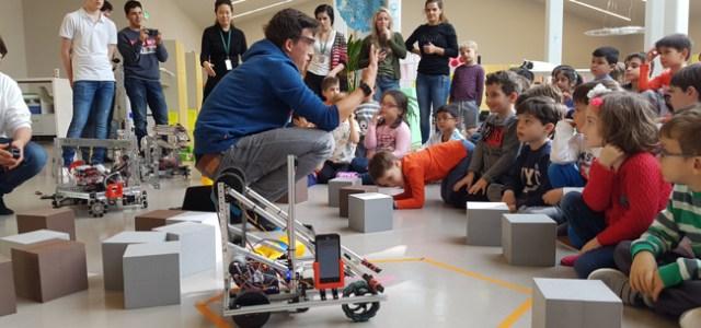 AISBorganizează o competiție internațională de robotică la care participă 130 de elevi din Europa