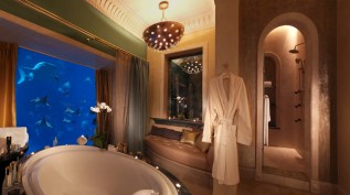 Atlantis-The-Palm_Underwater-Suites_Bathroom-1