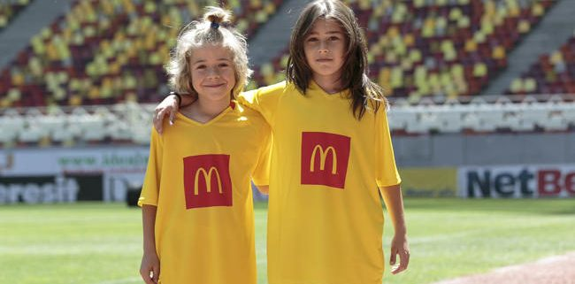 Sasha și Dennis, câștigătorii McDonald's Player Escort