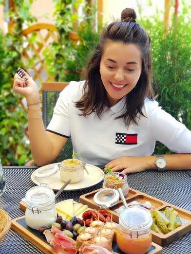 Mihaela2_restaurant Trei