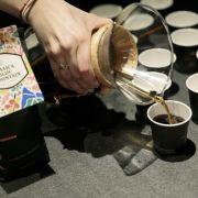 Starbucks sărbătoreşteZiua Internaţională a Cafelei cu demonstrații de cafea speciale