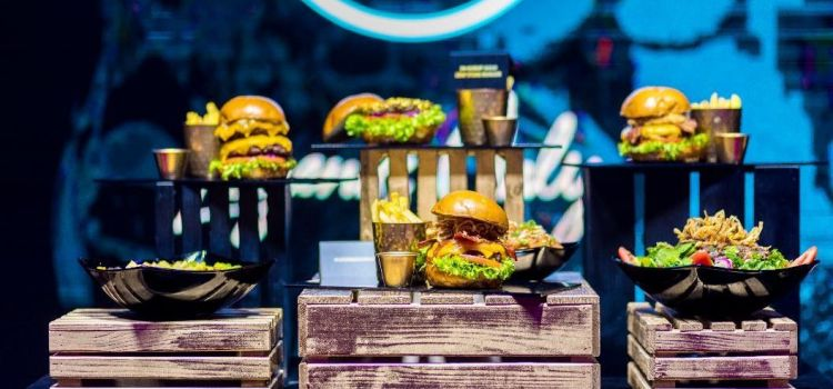 Hard Rock Cafe lansează cea mai amplă inovare a meniului: vedetă, premiații Seak Burgers!