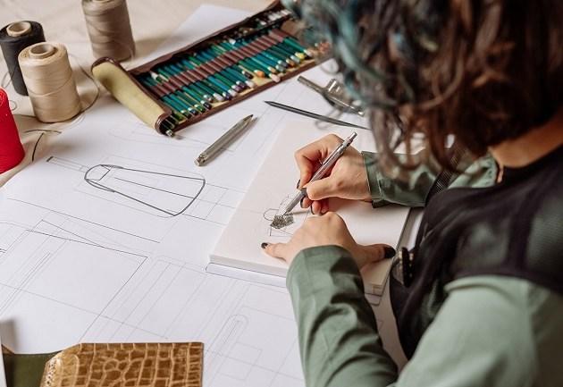 Atelierele couture Lyria – o experiență slow fashion dedesign de genți și accesorii din piele
