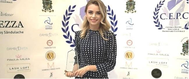 Cristina Sava, Director de Marketing si Comunicare Kanal D – Premiu de Excelenta in cadrul Galei Suflete. Oameni. Sperante