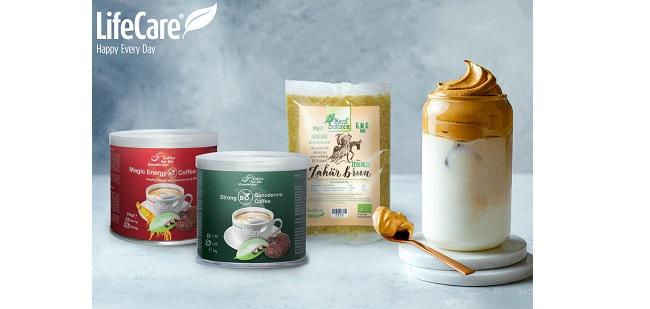 Cum să prepari Dalgona Coffee, Iced Latte și Caramel Frappe chiar la tine acasă