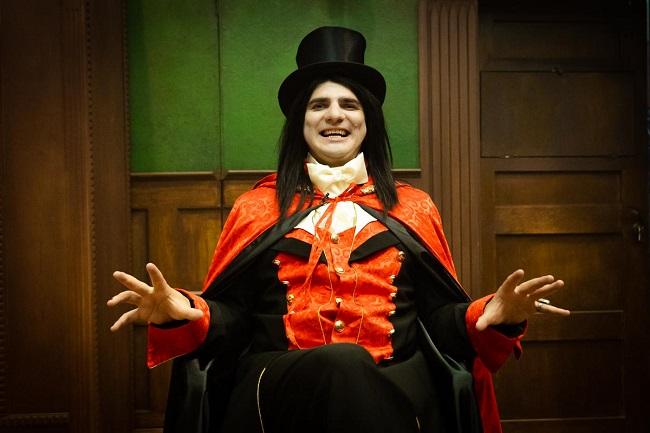 PRO TV inovează de Halloween: Alex Bogdan este vampirul Eduard și ne invită în Singura casă unde se poate da o petrecere!