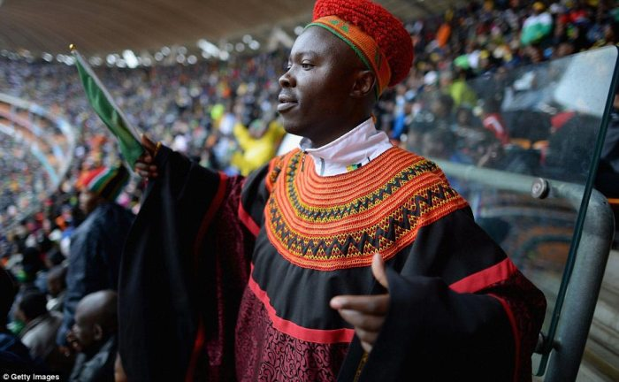 Thousands of ordinary South Africans sang God Bless Africa - Nkosi Sikelel'i Afrika - as they joined leaders at the FNB stadium in Soweto