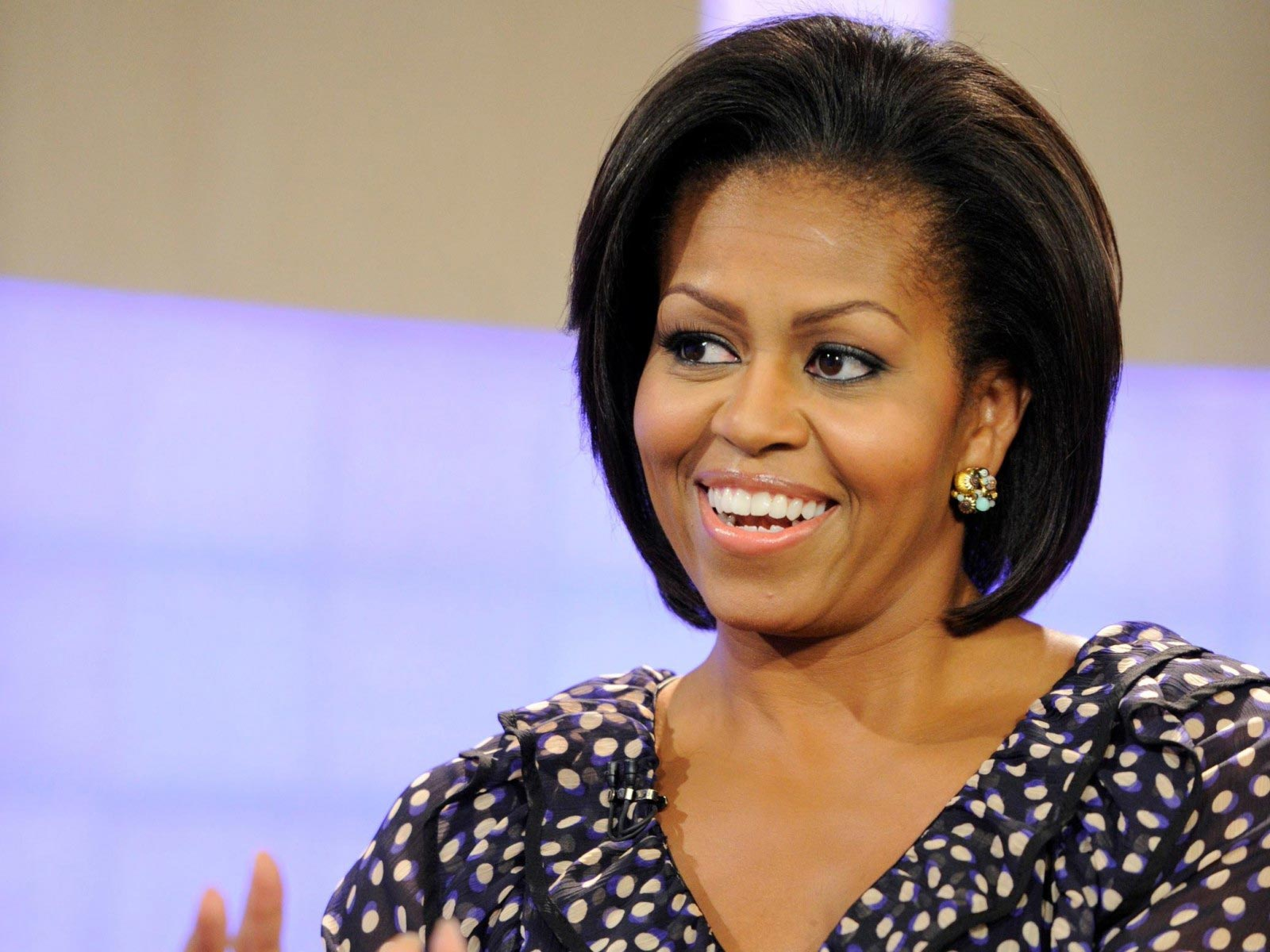 awww little girl gives michelle obama her unemployed dad s resume