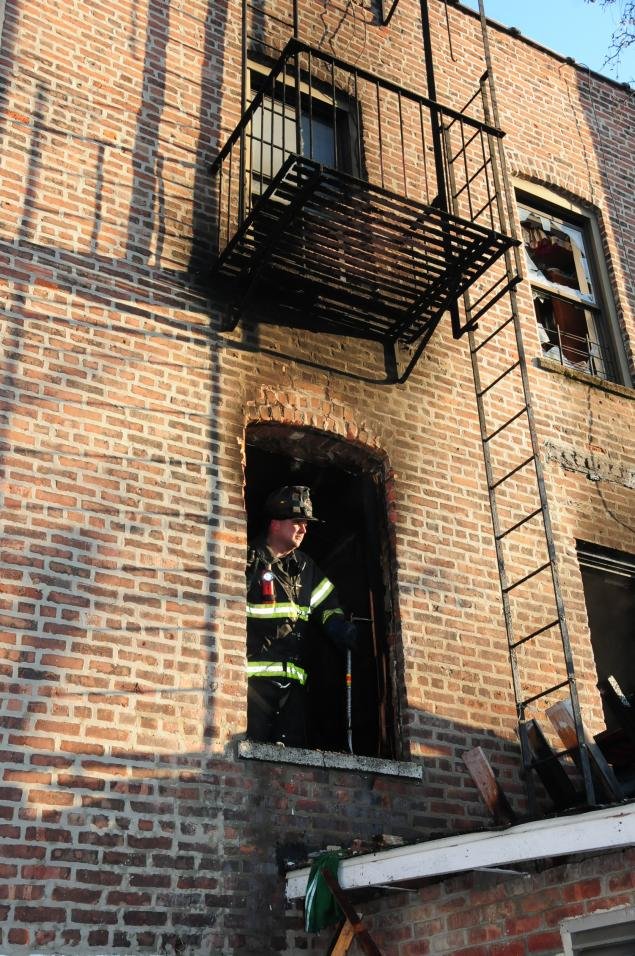 MICHAEL SCHWARTZ FOR NEW YORK DAILY NEWS Firefighters were able to bring the Williamsbridge blaze under control in less than an hour.