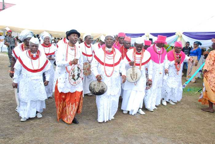 Okere Urhobo and Agbara Warri Performing the Ehonwhorhe dance ...