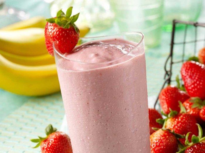 Thick fruit smoothie with skim milk