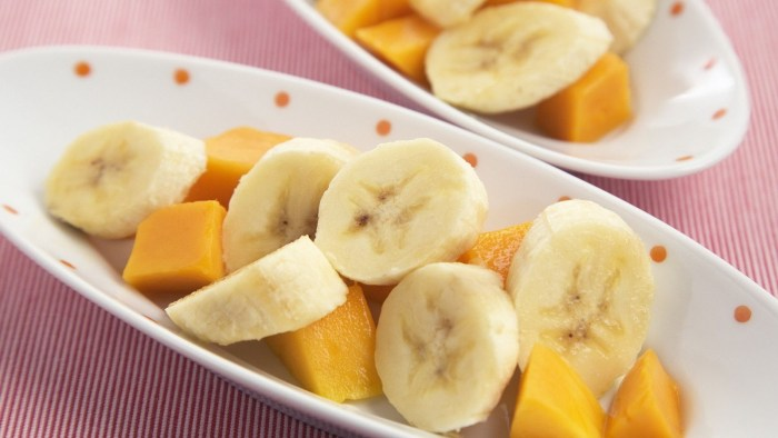 Banana and pawpaw slices