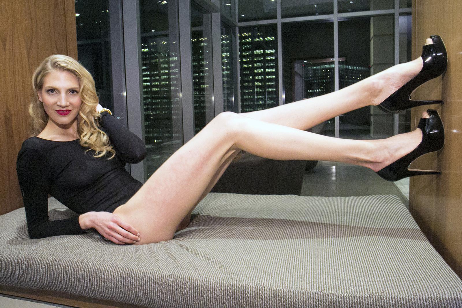 17-Year-Old Aspiring Model Breaks Record For Longest Legs