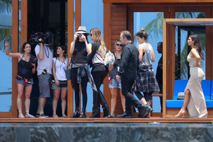 Kim Kardashian and family arrive at their mansion in Thailand (Photo Credit: Slash/Daily Mirror)