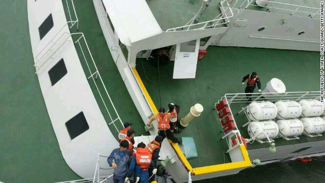 Around 320 passengers were students who were traveling with several teachers to the resort island of Jeju. (Photo: CNN)
