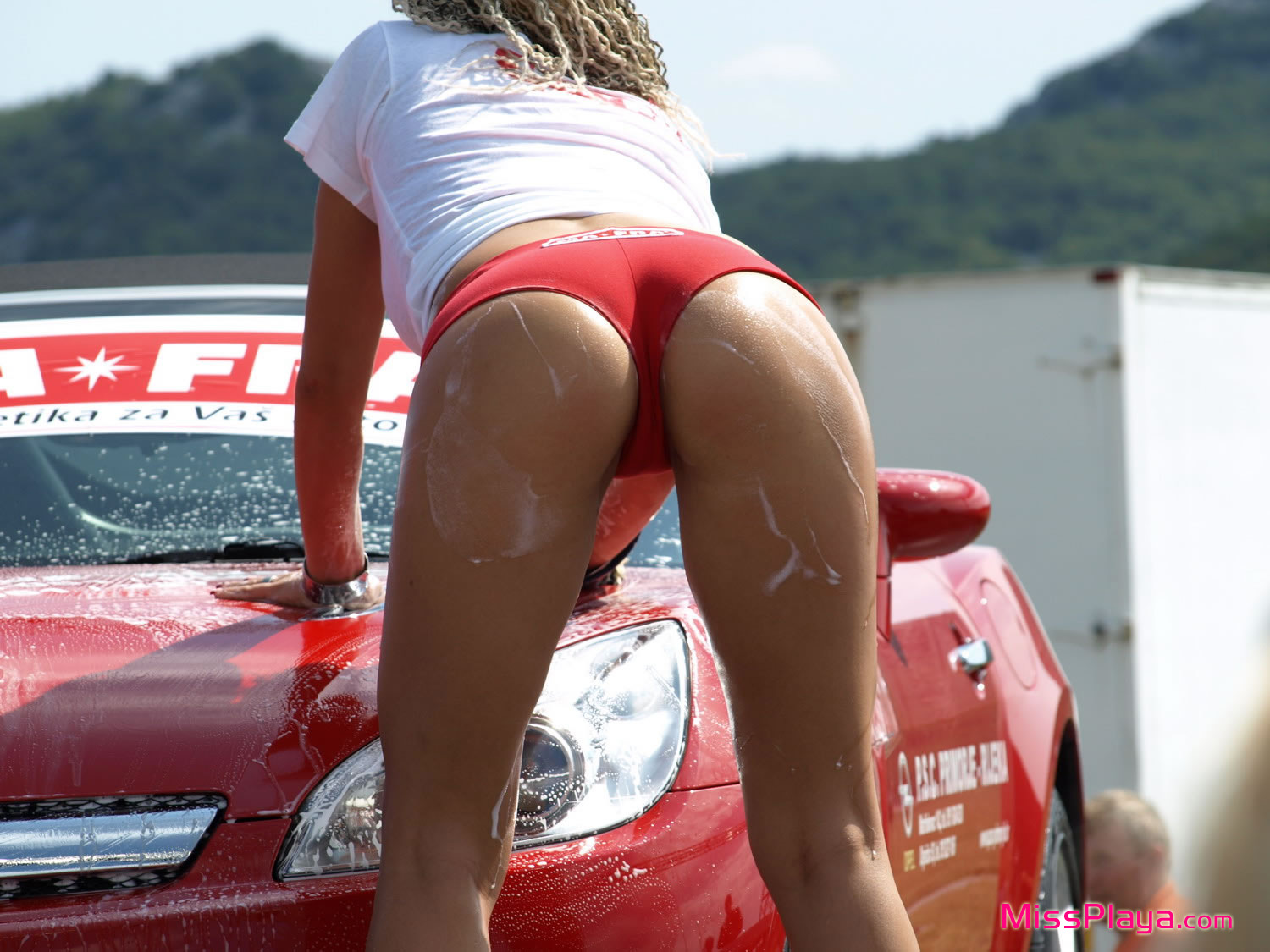 Car Wash Where Women In Bikinis Provide The Service While -1377