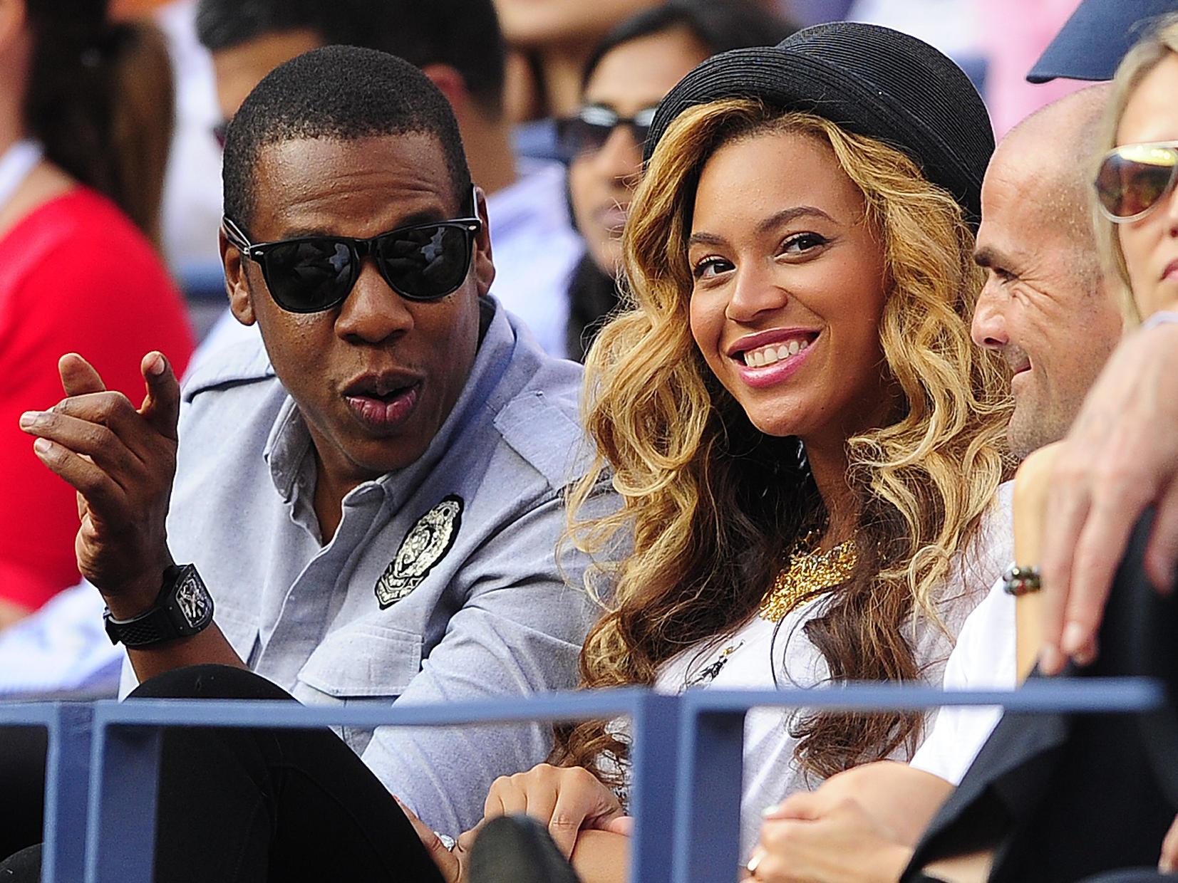 Beyonce Rocks Elegant Nude Dress As She Enjoys Basketball -7259