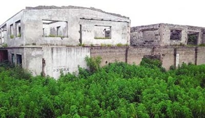 Front view of the abandoned buildings used by the suspects to perpetrate horror in Ilorin, Kwara State (Photo credit: ThisDay)