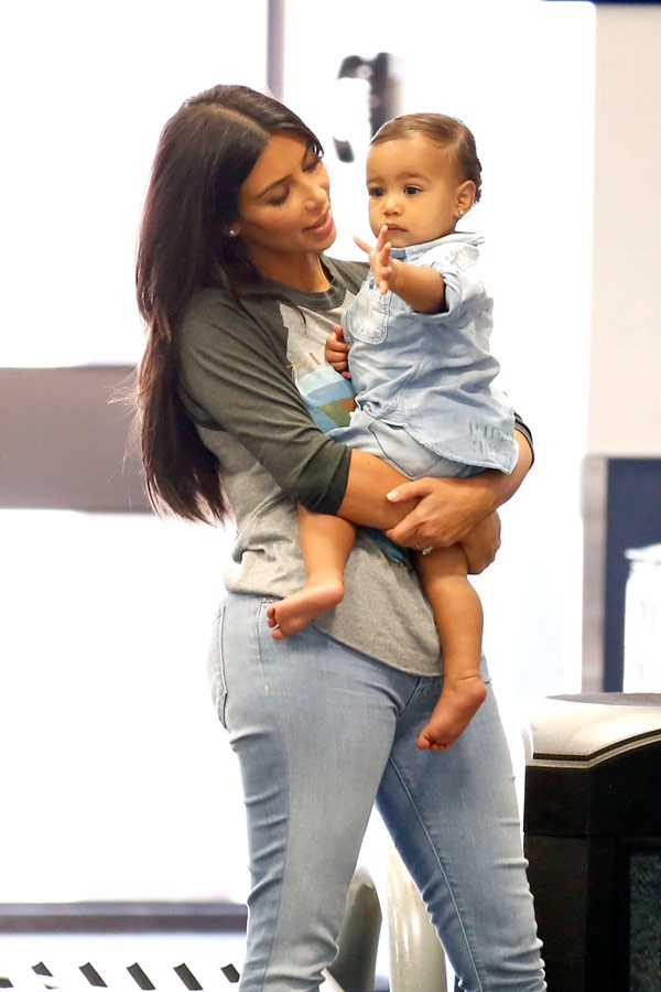 Kim Kardashian and Baby North West at the Bob Hope Airport in Burbank, California on August 7, 2014 (Photo Credits: Hollywood Life)