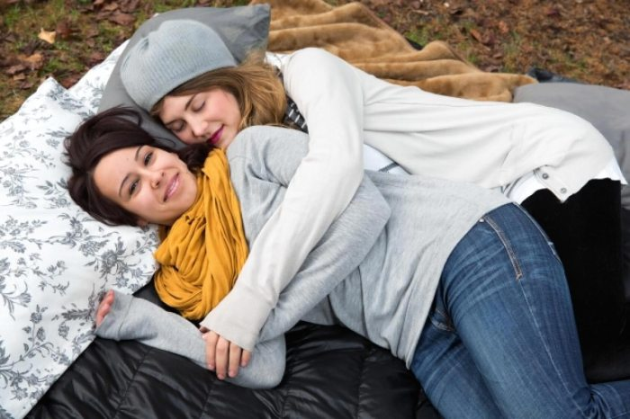 Samantha Hess relaxes with close friend mate Betsy Yates. (Photo Credit: Carla Axtman)