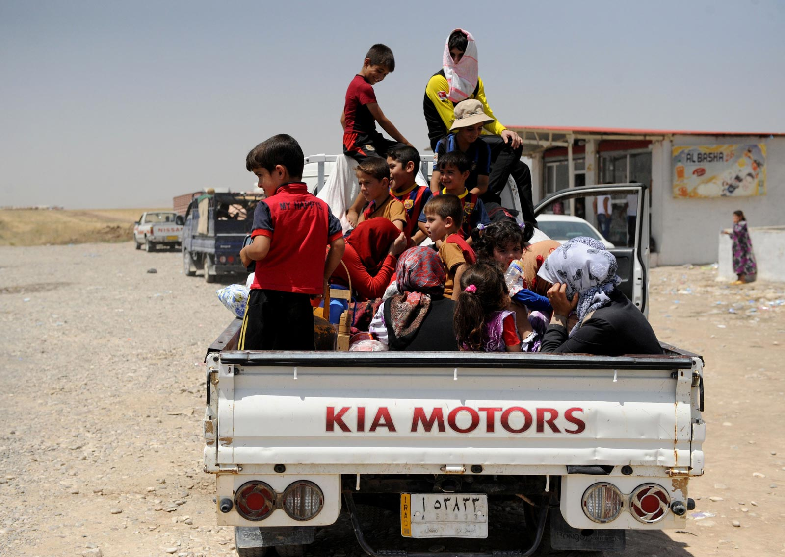 iraqi-yazidis-flee-from-sinjar-to-dohuks-lalesh-1