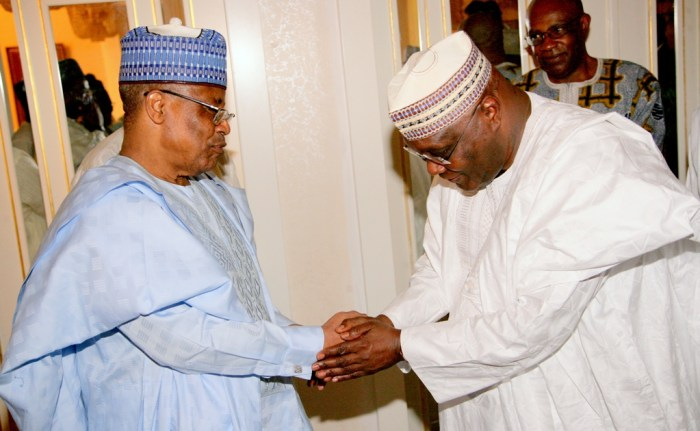 Atiku Abubakar exchanging pleasantries with Ibrahim Babangida in Minna, Niger State on Tuesday, November 4, 2014 (Photo Credit: The Scoop)