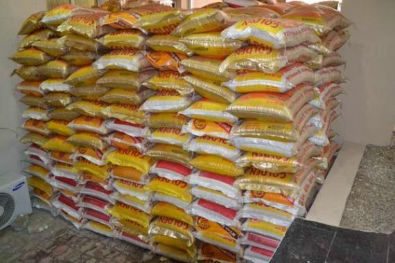 Christmas rice distributed in Ekiti by Governor Ayo Fayose, December 20, 2014 (Ekiti State Photo)