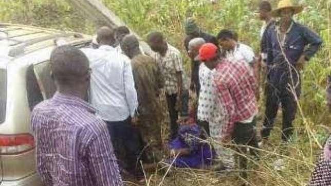 Accident scene along Sagamu express road involving wife of Nollywood actor, Jide Kosoko on Friday, January 30, 2015