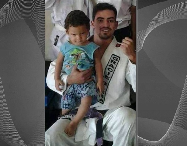 25-year-old Daryell Dickson Meneses Xavier pictured with his 18-months old step son  who he raped to death in Brazil. (Photo Credit: World Wide Weird News)