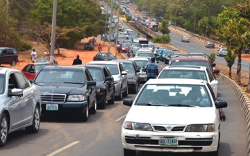 Motorists form long queue at NNPC petrol station on Obasanjo Road in Abuja  on Friday, February 27, 2015. (Photo Credit: Punch)