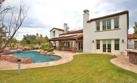 kylie-jenner-new-house-photos-013-480w